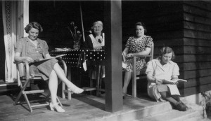 Johanna och  tre döttrar 1940 i Hittarp