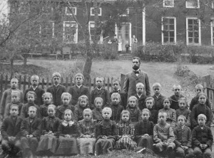 A.P. Rolander med skolklass i Kerstinbo