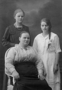 Kerstin Gunnarsson med döttrarna Emma och Karin