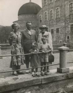 Gunhild och Sigurd med barn och barnbarn i Örebro