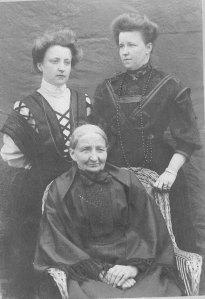 Gustava med Ester och Malin