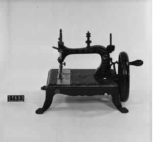 Handvevad symaskin - Tekniska museets arkiv